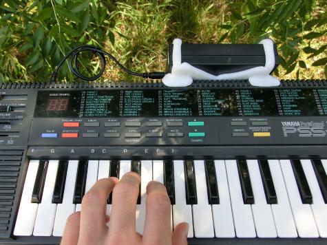 Keyboard battery holder