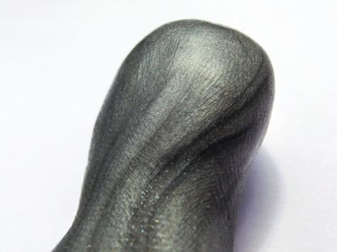 Metallic figurines