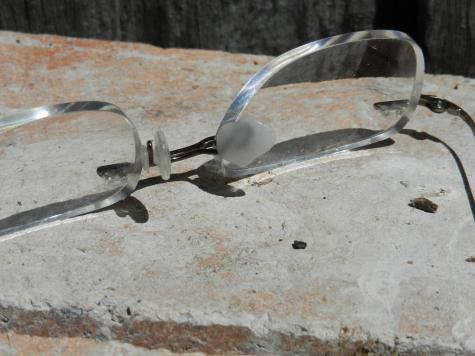 Eyeglass nose pad