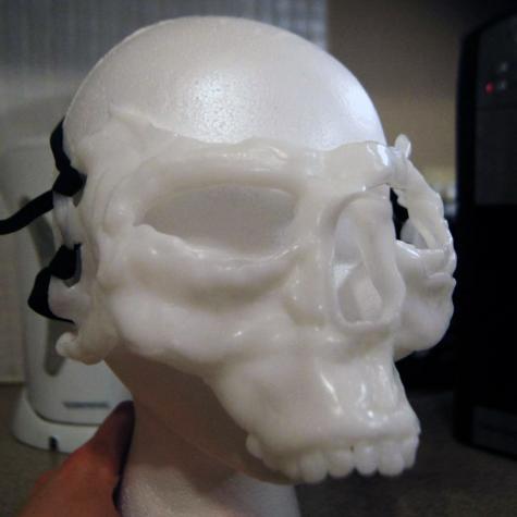 Skull mask & necklace